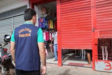 Coronavírus: Polícia Militar e Vigilância Sanitária fecham lojas na Cohab, em São Luís