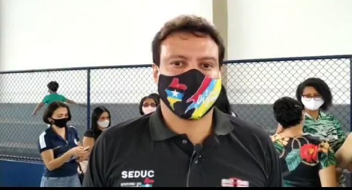 VÍDEO: Secretário Felipe Camarão entrega quadra poliesportiva 'novinha em folha' a estudantes de Bacabal